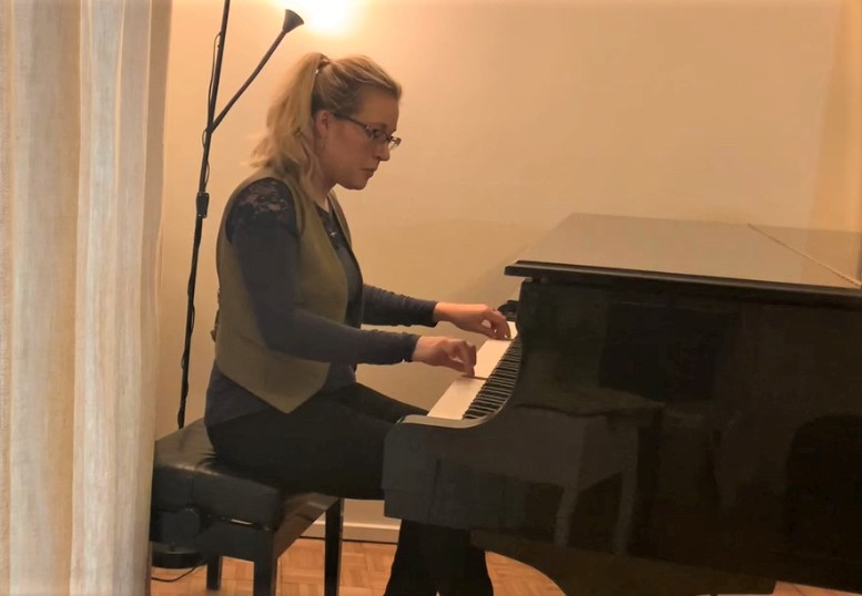 """<a href=""""https://www.patreon.com/PianoLieder"""">The Isolated Pianist</a>"""